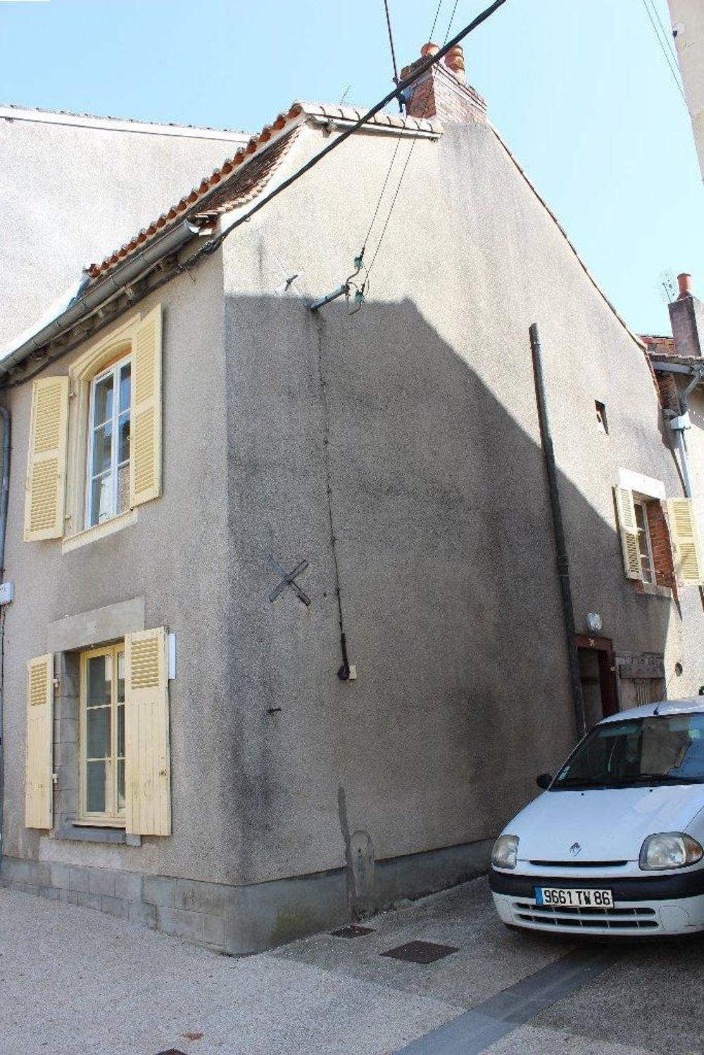 Montmorillon Vienne Dorfhaus Bild 3481730
