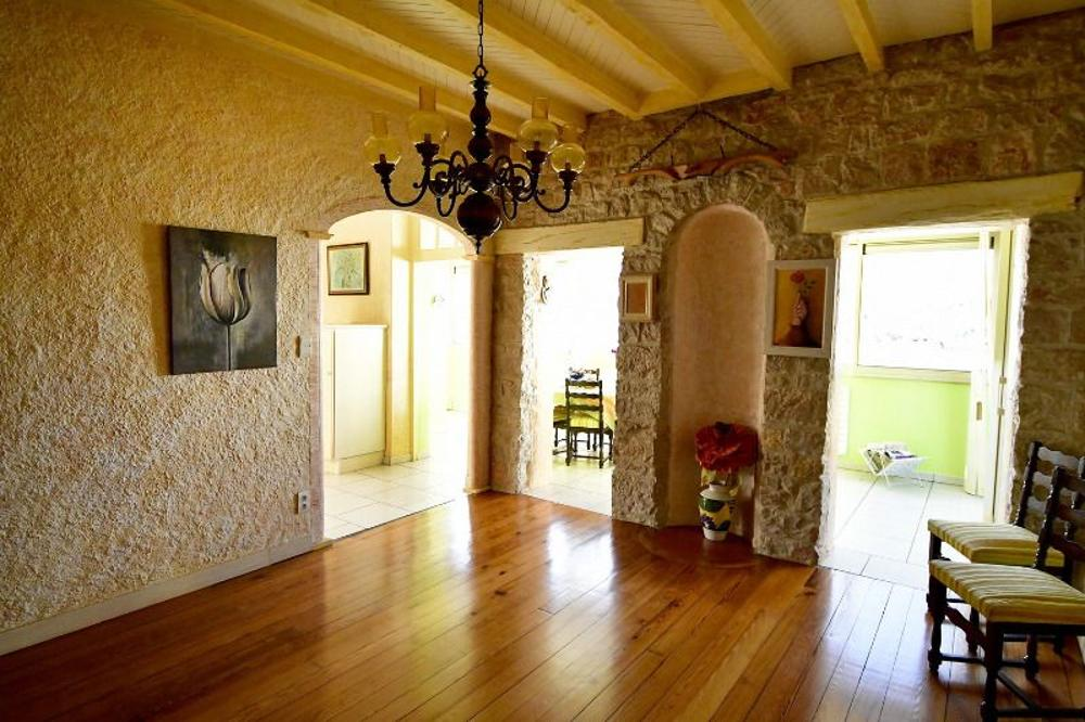 Dole Jura Haus Bild 3466336