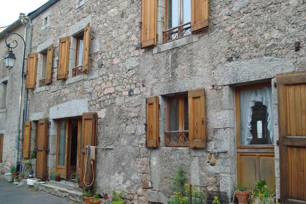 Saint-Sauveur-de-Peyre Lozère dorpshuis foto 3481125