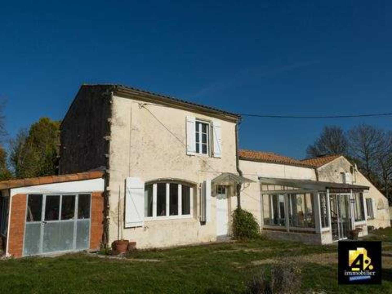 Saint-Jean-d'Angély Charente-Maritime maison photo 4142193