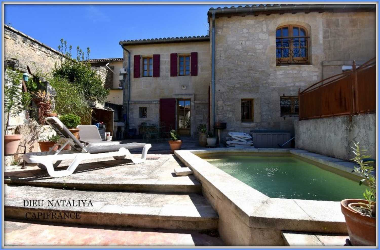 Fontvieille Bouches-du-Rhône dorpshuis foto 4257454