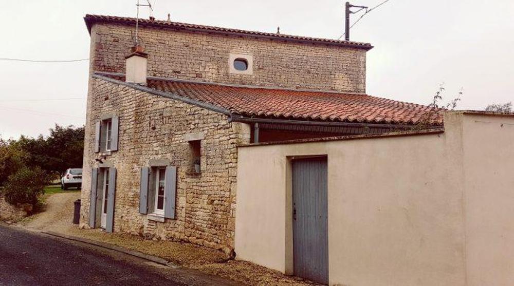 Saint-Séverin-sur-Boutonne Charente-Maritime huis foto 4256271