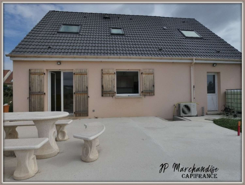 Noyon Oise dorpshuis foto 4309373