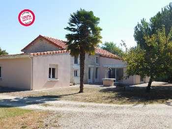 La Rochefoucauld Charente house picture 4792770
