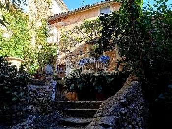 Fontaine-de-Vaucluse Vaucluse village house picture 5111992